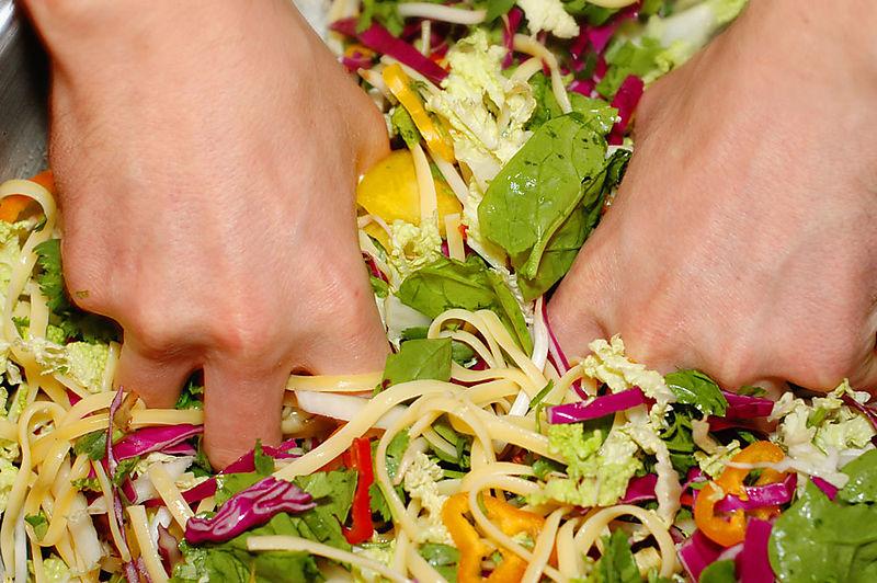Saladtossing_sm